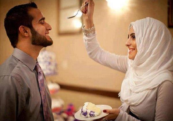 ilustrasi istri membahagiakan suami © scanfree.org